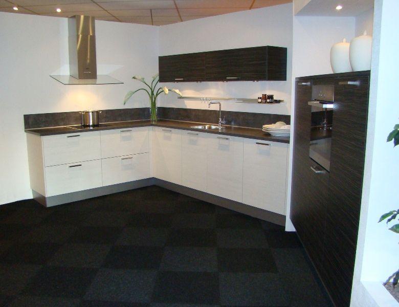 Zwart keuken kvik - Witte keuken met zwart werkblad ...