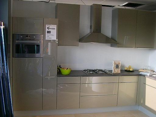 Keuken Showroom Uitverkoop : Showroomuitverkoop probewa keuken zanussi apparatuur