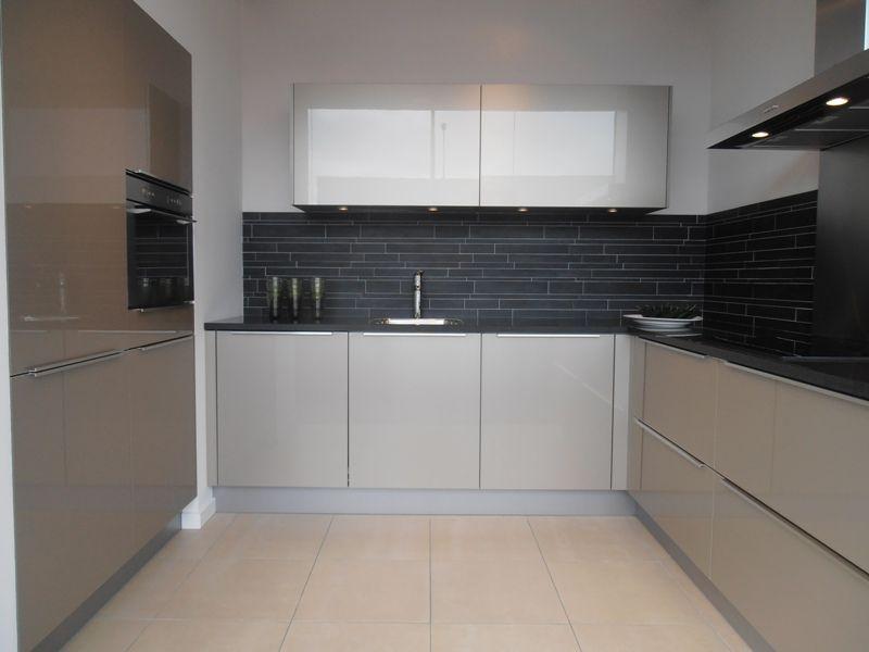 Showroomuitverkoop.nl   Design keuken in champagne hoogglans [47275]