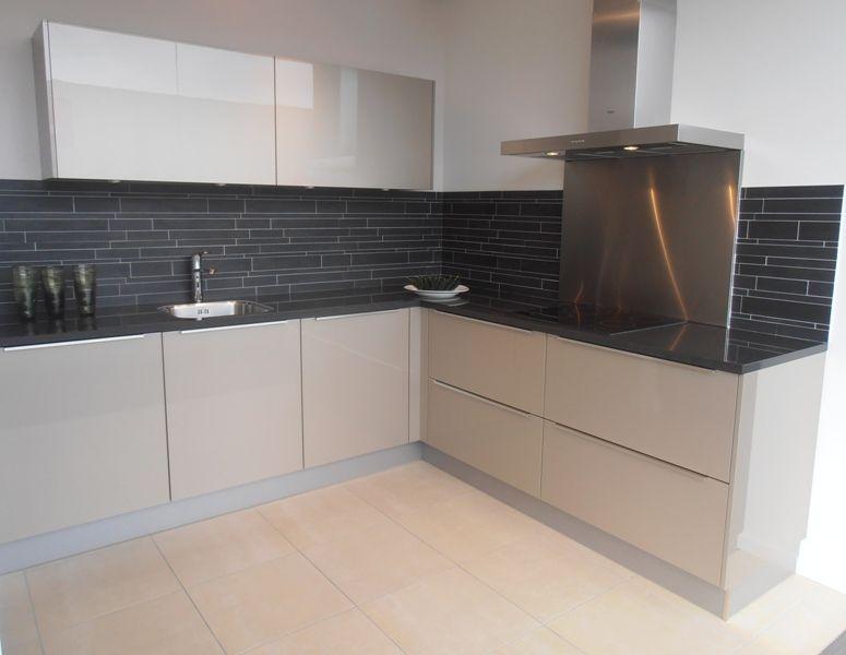 Design keuken in champagne hoogglans 47275 - Keuken kleur ...