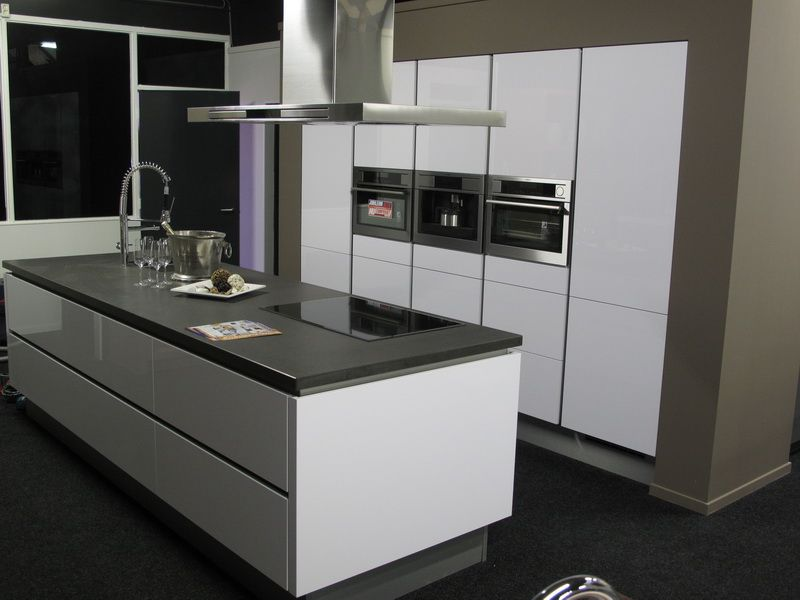 Hoogglans Wit Keuken : Showroomuitverkoop greeploze hoogglans gelakte keuken full
