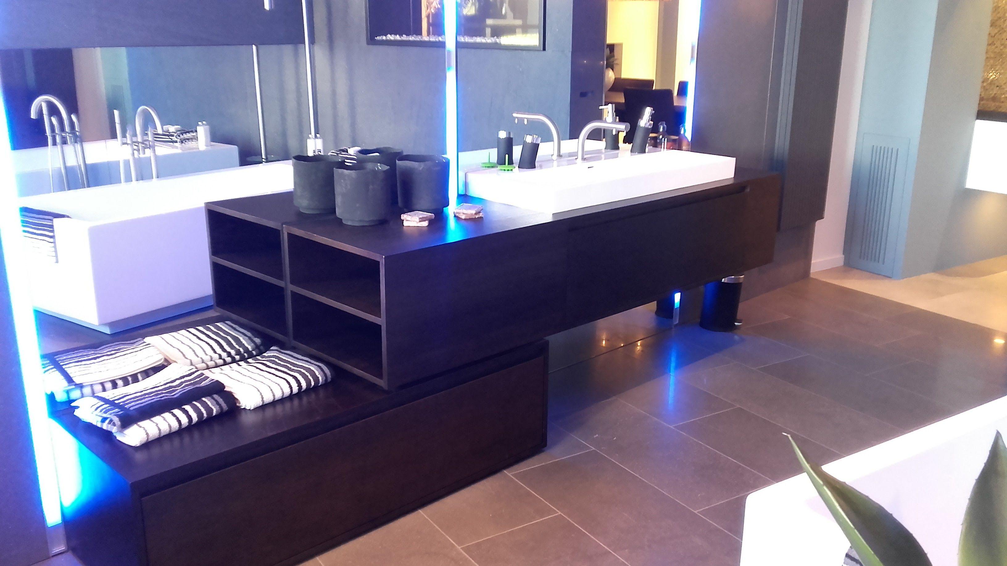 Meubel Showroom Uitverkoop : Showroomuitverkoop maatwerk wastafel meubel